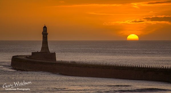 Sunrise, Roker-Light 19th January 2007. Landscape photography by Gary Waidson.